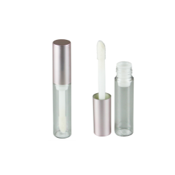 JUMBO DOEFOOT: Oversized Lipgloss Applicator from Toly Asia